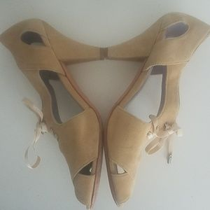 Johnston & Murphy tan suede heels size 7